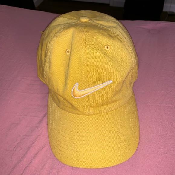 Cute yellow nike hat. M 5c2db4a28869f7b64f528e70 3386e95b503